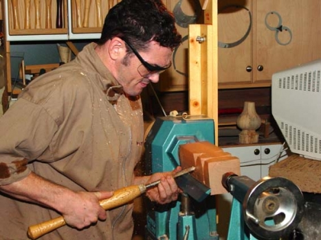 Cutting pommels with a spindle gouge