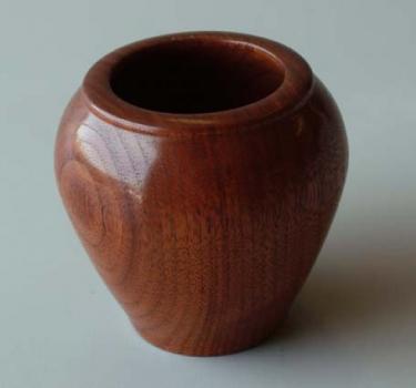 Walnut vase - 2.5