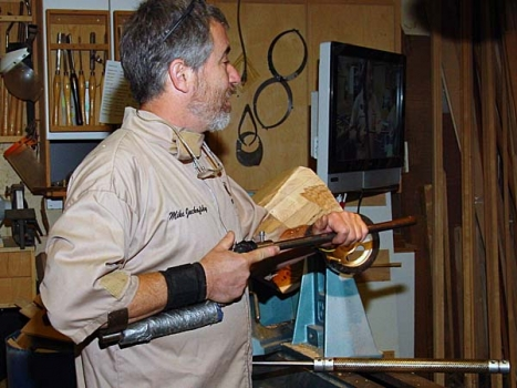He using the Stewart armbrace handle for deep hollowing. He favors a strong, compact stance. Notice position of his thumb and index finger.