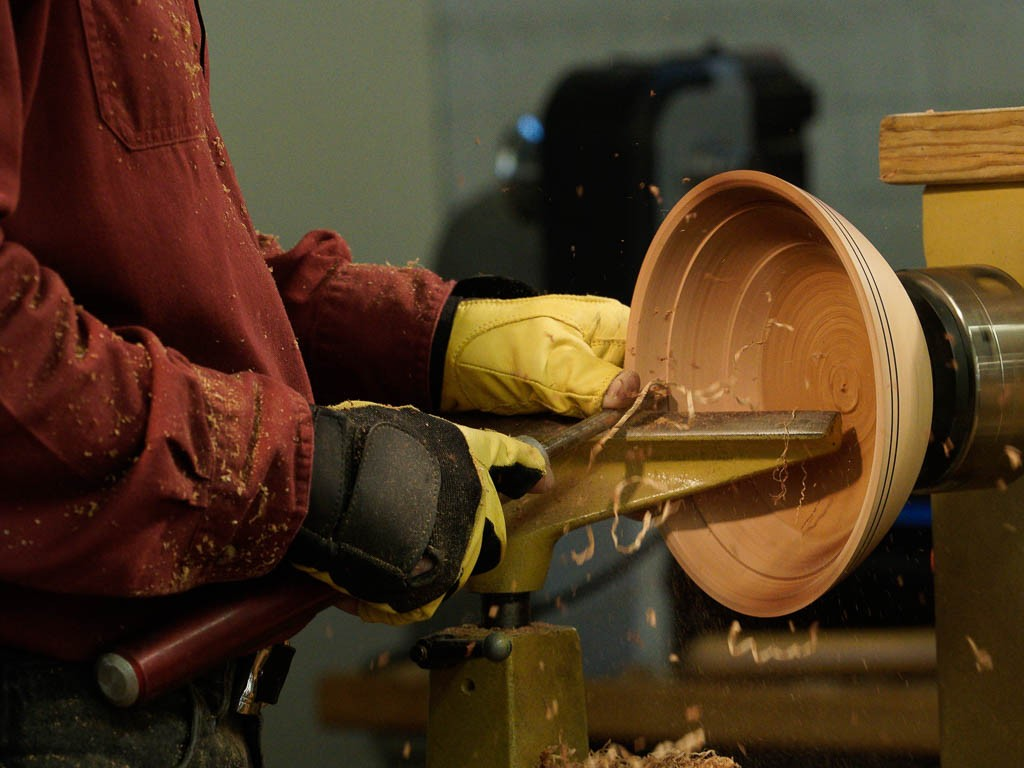 In dry wood Brad prefers double bevel conventional gouge - cleaner cut