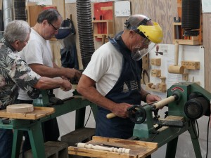 Hands-on on the woodshop lathes