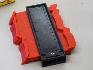 Plastic profile gauge for checking form relative to foot placement