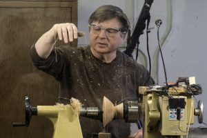 The art of making fine shavings with gouge or shear scraper on Madrone bowl